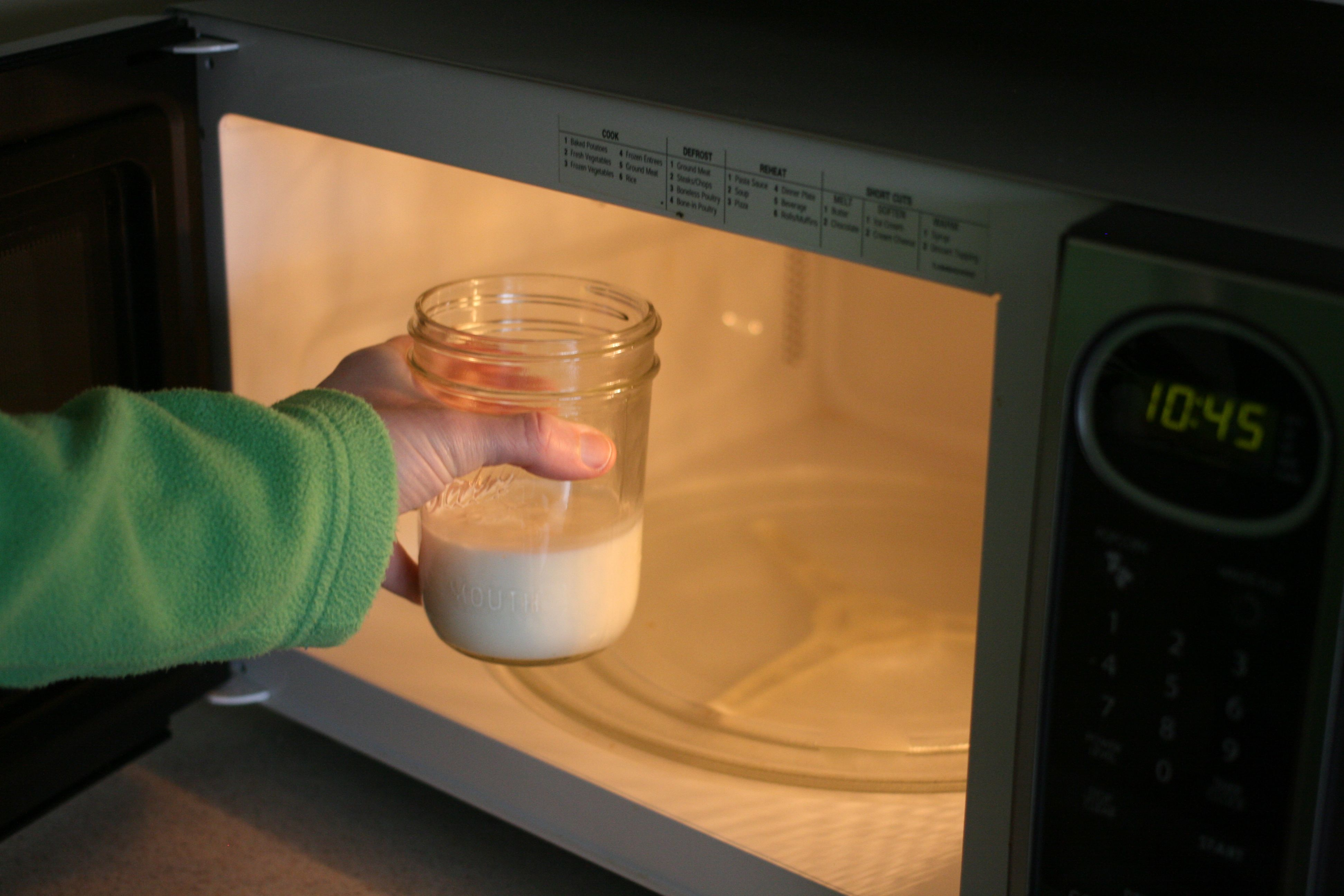 How to Heat Milk in The Microwave