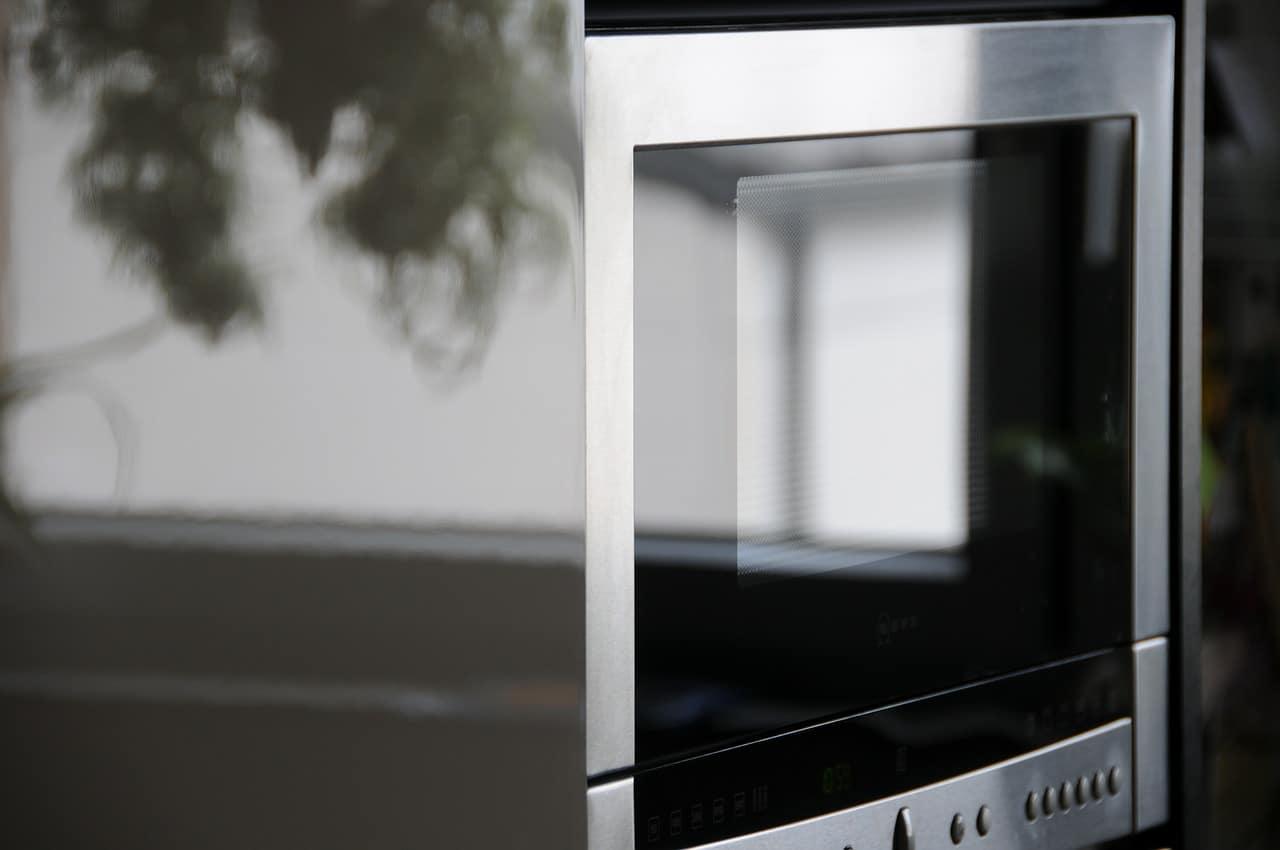 Can you put a microwave on a metal shelf