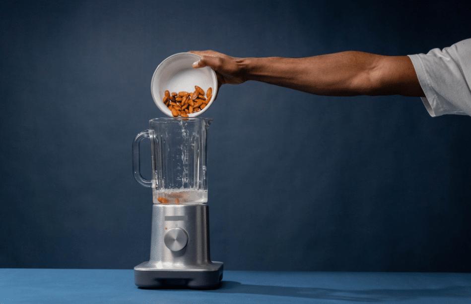 blending nuts